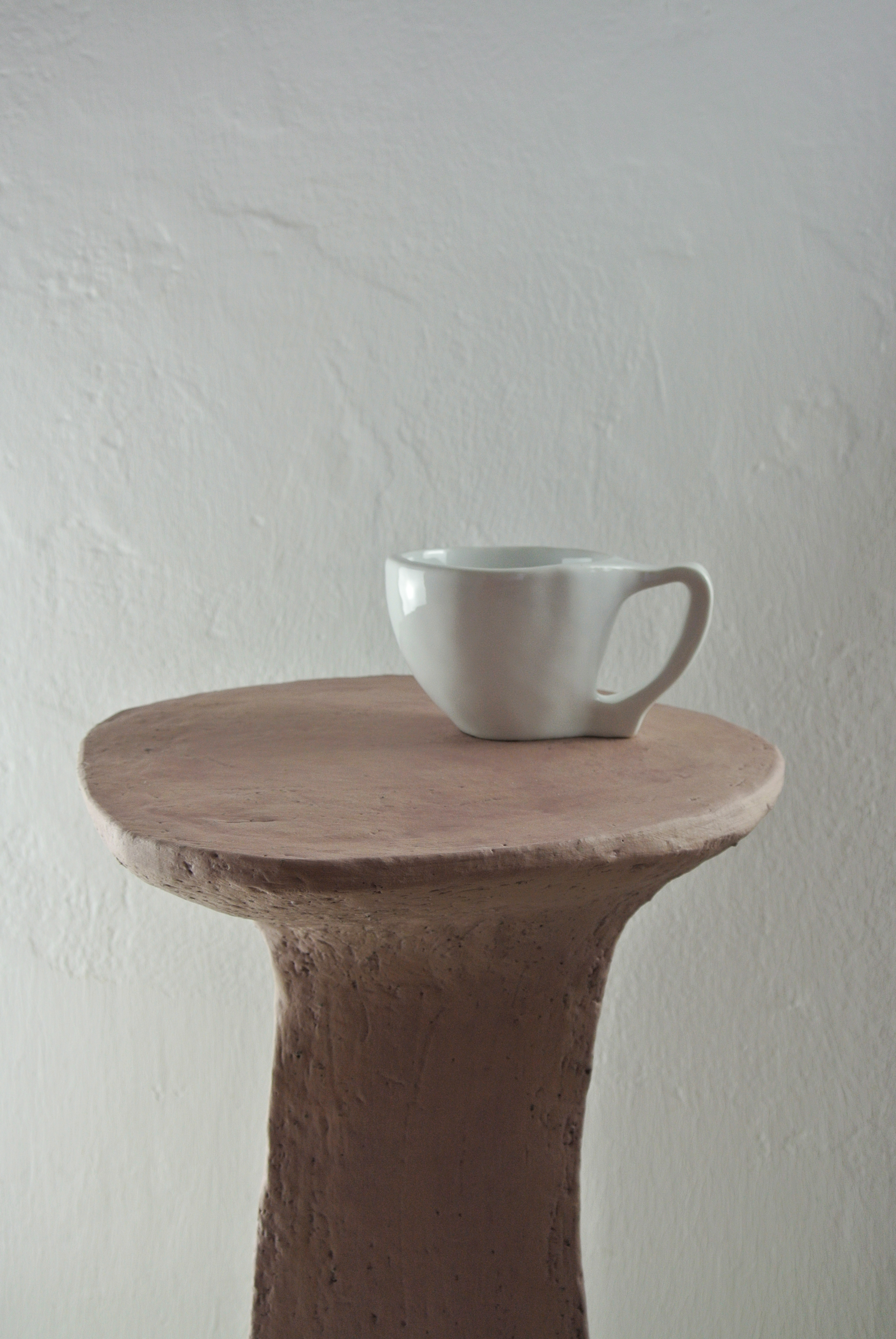 Dirty pink table 6 with cup